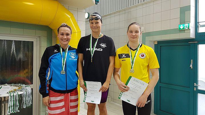 Gleich 2x DSC auf dem Podest über 100m F: Gold für Alexandra Arlt, Bronze für Milla Sperlich. (c)Foto:Oehme