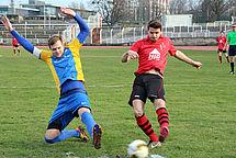 DSC'er Tobias Hildebrand (rechts) im Zweikampf
