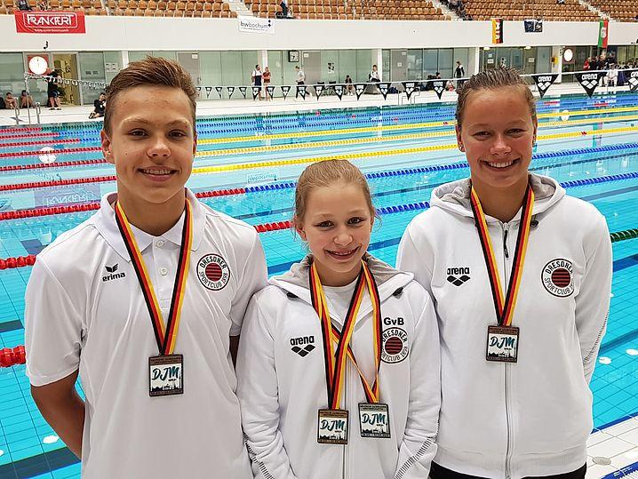 Die Medaillengewinner des ersten Tages: v.l. Florian Fröschke, Eva Gräfin von Brühl und Celine Wolter. Es fehlt Alexander Eich. (c)Foto: P.Bräunlich