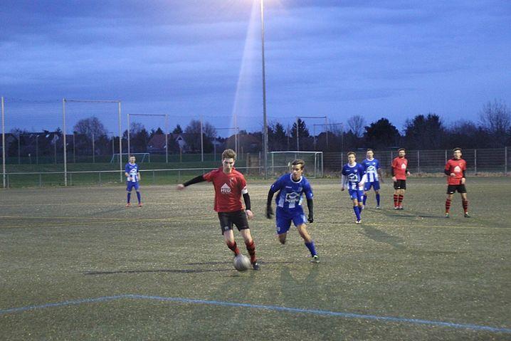 Julius Wetzel im Duell während des Testkicks beim 1. FCM