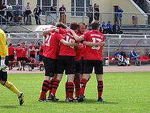 Der Dresdner Sportclub bejubelt den Führungstreffer durch Christian Heinrich