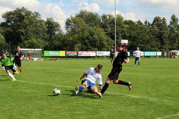 Daniel Pfitzner erzielt das 1:0 für den Sportclub