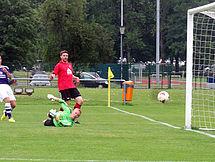 Christian Heinrich erzielt hier gerade das 1:0 für den DSC