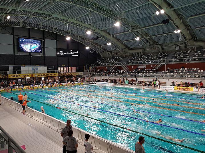 """Die beeindruckende Wettkampfstätte: Das """"Peter van den Hoogenband Swimming Stadium"""". (c)Foto:P.Bräunlich"""