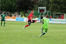 Franz Rösner erzielt das vermeintliche 2:1 für den DSC, wird aber zurückgepfiffen