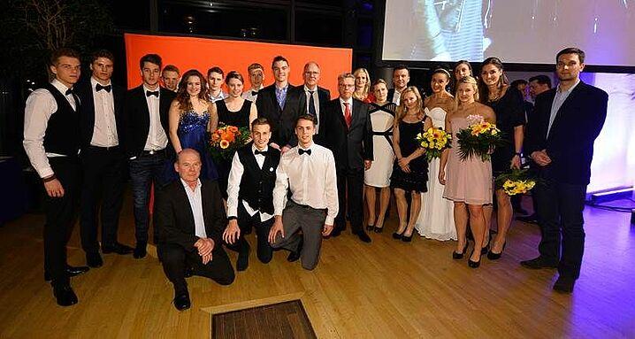 Ein starkes Team - Unsere nominierten Sportler mit Ulrich Franzen, Mitglied des Vorstandes der Ostsächsichen Sparkasse bei der Dresdner Gala des Sports 2015 Foto: Lutz Hentschel