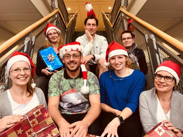 Frohe Weihnachten wünschen Euch Grit, Nadine, Toni, Sven, Anne, Kristin und Angela! Foto: Hofmann