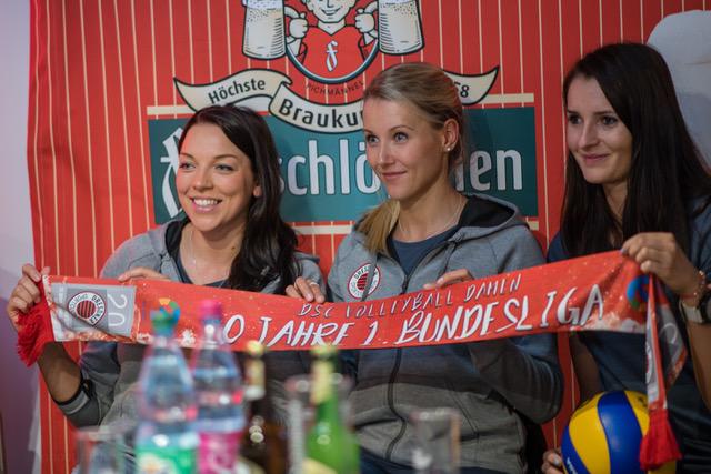 Katharina Schwabe, Mareen Apitz und Eva Hodanova bei der Teampräsentation in der Palastecke. Copyright: Dirk Michen
